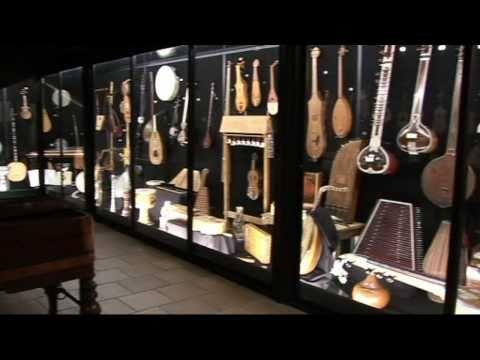 Luis Delgado muestra su Museo de la Música en Urueña