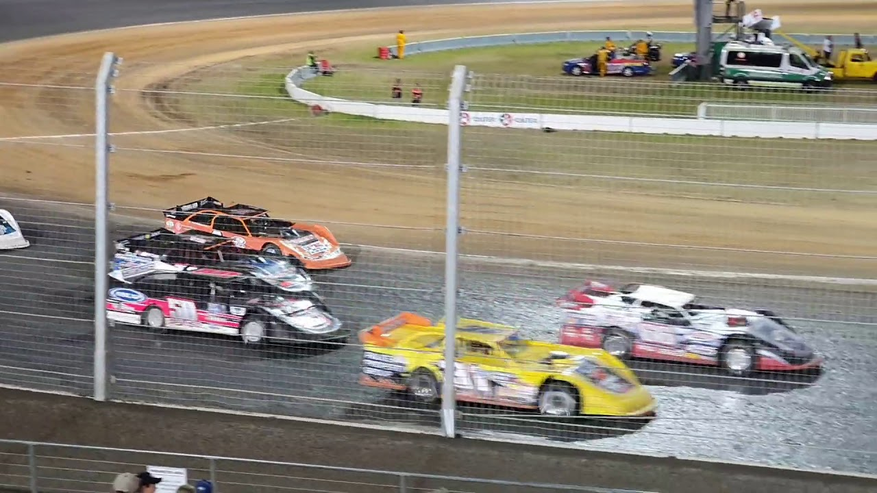 Australian Latemodel title Feature race