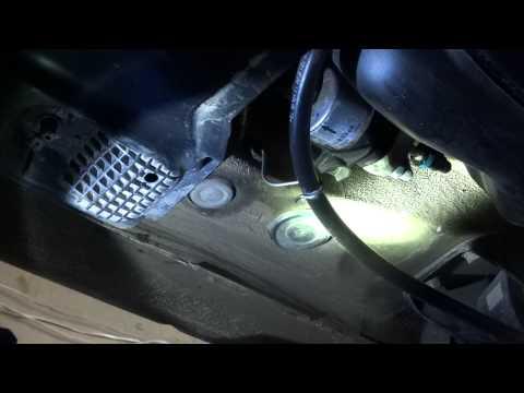 VW Polo Sedan / замена топливного фильтра - Ufi  31.833.00