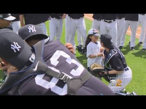 New York Yankees Surprise Young Kids With Visit From Their Military Personnel Parents