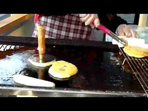 Korea Food, Hoddok ,호떡, 전주한옥마을, Jeonju Hanok village . Jeonju city. North Jeolla Province. KOREA.