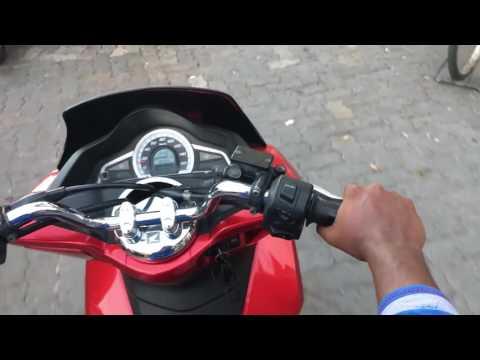 Maldives Malé Transport en deux roues / Maldives Male Ride in scooter