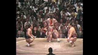 4e jour du Natsu 1976 Victoire par Watashikomi du Sekiwake Washuyam...