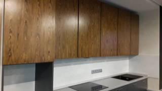 Встроенная кухня с барной стойкой