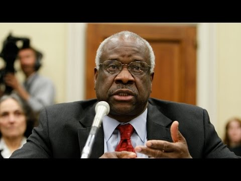Justice Clarence Thomas Speaks In Court For The First Time In A Decade - Newsy