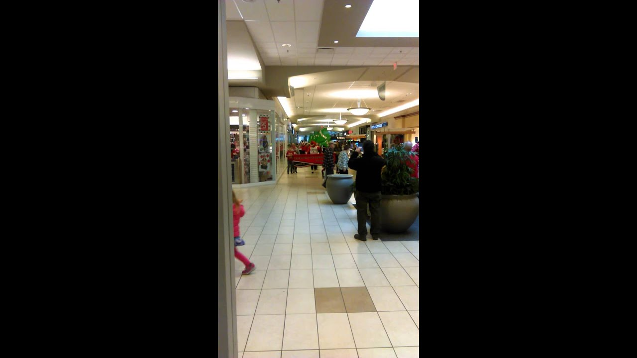 Santa Appears At Millcreek Mall Erie Pa Youtube