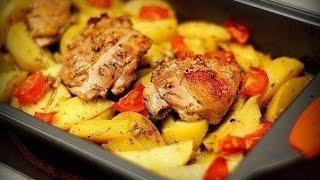 Ну очень вкусная Курица маринованная в кефире, запечёная с картофелем с травами и чесноком