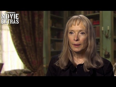 Alice Through the Looking Glass  Onset with Lindsay Duncan 'Helen Kingsleigh'