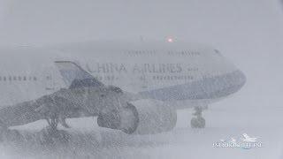超絶!!猛吹雪の新千歳空港 China Airlines B747-400 離陸@A10 New Chitose Japan