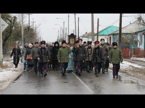Крестный ход. День празднования Казанской иконы Божией Матери в Урюпинске.