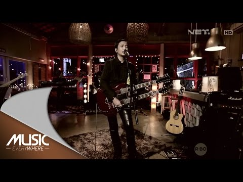 Piyu and Friends - Rapuh (Live at Music Everywhere) *