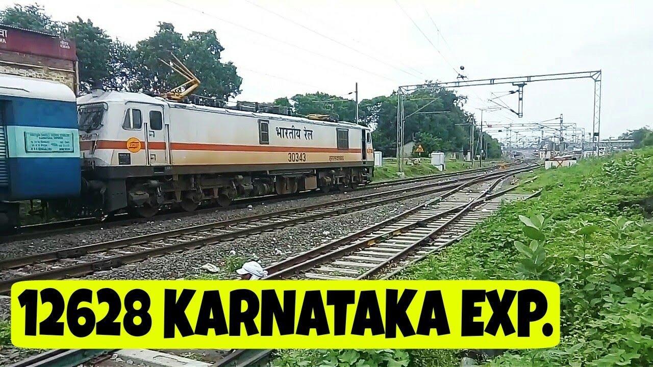 12628 KARNATAKA Express Curves into KHANDWA Junction !!