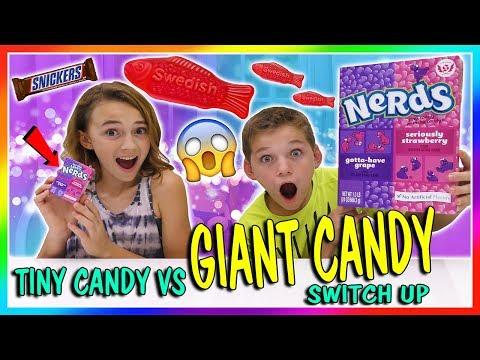 TINY CANDY VS GIANT CANDY SWITCH UP | We Are The Davises videó letöltés