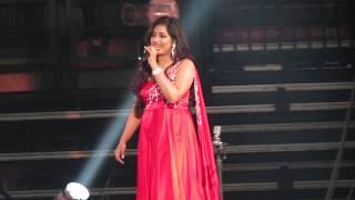 Chikni Chameli Shreya Ghoshal Live (Agneepath)