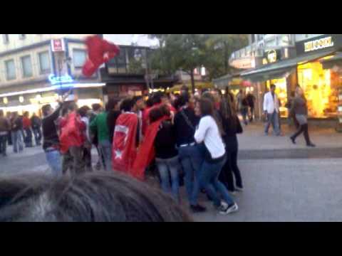 Türken Tanzen vor city Arkarden 08.10.2010