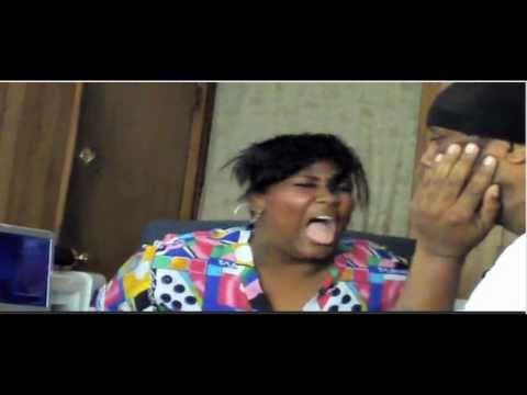 Nervtoetende Frau bekommt eine Backpfeife