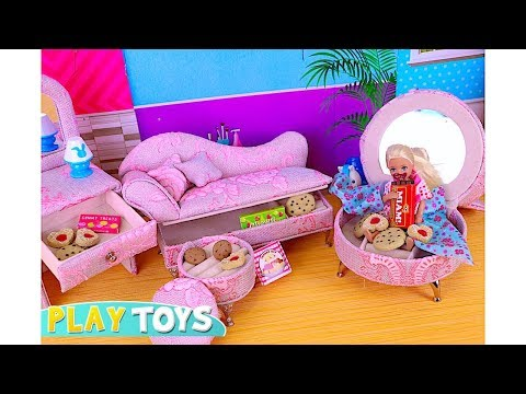 Barbie Baby Doll Chelsea Sneaky Chocolate dinner game! Play Barbie Girl Kitchen toys & pretend food!