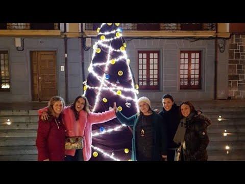 Paula Echevarría disfruta en Candás con sus amigas thumbnail