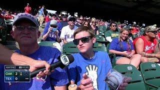 OAK@TEX: Fans get Beltre signed baseball