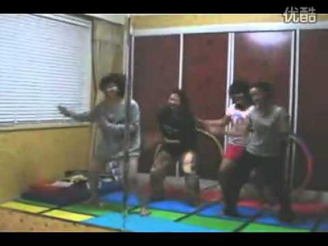 張娜拉家中跳舞