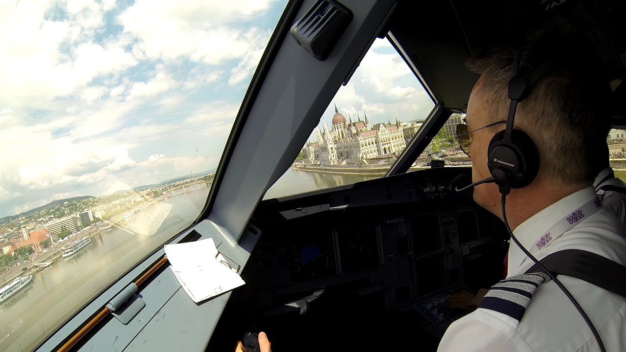 Pilot's and bird's view of WizzAir's fly-by over Budapest #1
