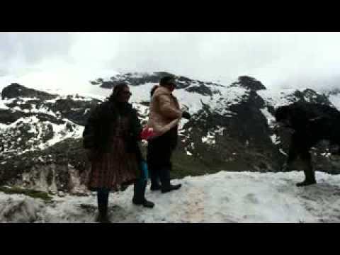 Snow fight at zero point