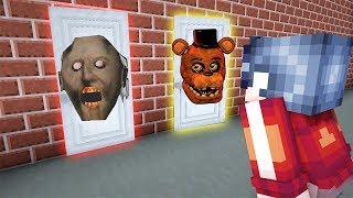 КАКУЮ СТРАШНУЮ ДВЕРЬ ВЫБЕРЕТ НУБ В МАЙНКРАФТ? Бабушка Гренни и ФНАФ в Minecraft Granny FNAF Хоррор