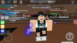 CONFIRMING that people in Roblox are made of plastic.