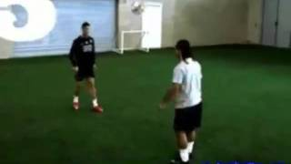 Cristiano Ronaldo Vs Ronaldinho Freestyle
