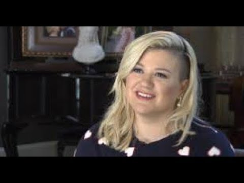"""Kelly Clarkson Shuts Down Person Who Tells Her She's """"Fat"""""""