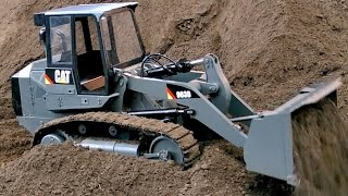 RC TRACK LOADER 963D CHAIN DOZER RC BULLDOZER AT WORK / Faszination Modellbau 2015