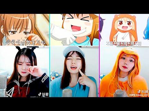 Chica asiática imitando voces de anime a la perfección