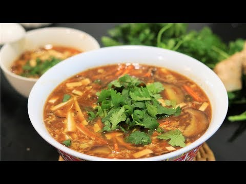 BETTER THAN TAKEOUT - Authentic Hot And Sour Soup Recipe [酸辣汤]