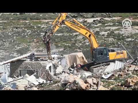 İsrail Kudüs'te Filistinlilere ait bir ev ve dükkanı yıktı
