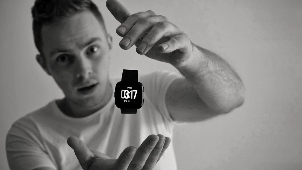 FITBIT VERSA | A 200$ Amazfit Bip with Apple Watch looks - Martijn