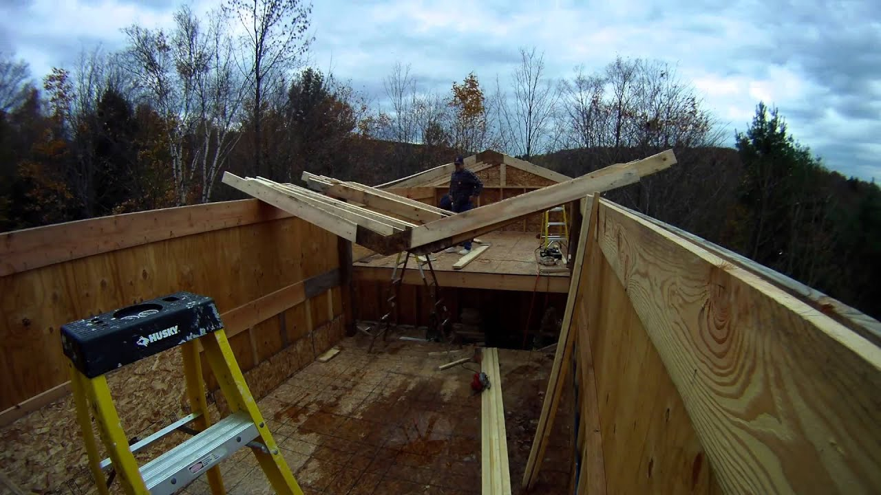 Installing upper roof trusses 58 my diy garage build for Roof trusses installation