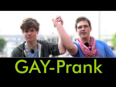 Gay-Prank: Komplimente an Heteros!