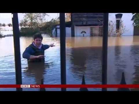 BBC News   UK floods  Floodwater  #039;up to door knocker #039; in Somerset 2