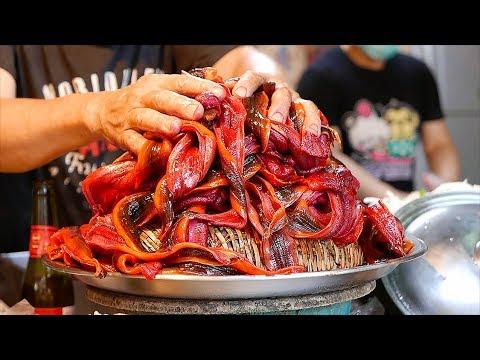 Taiwanese Street Food - EEL NOODLES & COFFIN BREAD Seafood Tainan Taiwan