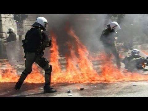 Campo de batalha em Atenas. Grécia novamente de 'cabeça para baixo'