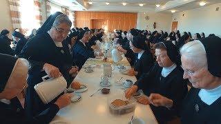03 - Frühstück im Refektorium