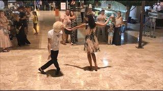 Девушка Красавица Танцует Нежно С Парнем В Ресторане Отеля (Alva Donna)  2018 ALISHKA Анталия