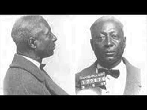 Клип Leadbelly - Take This Hammer