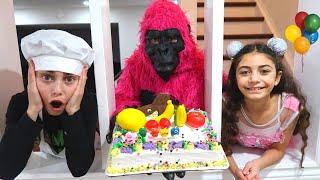 Heidi y Zidane hicieron una tarta para el cumpleaños del mono.