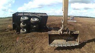 Авария с прицепом. Accident with tractor trailer.