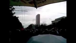 День Победы в Донецке- после парада(Парад победы прошел в Донецке. Огромное количество людей вышло на центральную улицу в Донецке, чтобы почтит..., 2015-05-09T08:56:46.000Z)