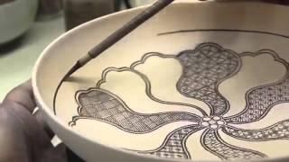 Quay video quảng cáo quá trình trang trí đĩa gốm của nghệ nhân Nhật Bản