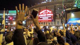 Cubs Win NLCS !!! Marqee Flips - Fans Go Crazy! Wrigley Field Wrigleyville 2016