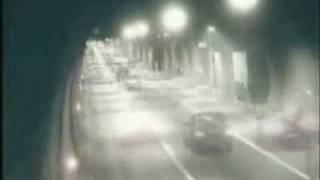 Tünelde Kaza Dehşet Araba Kayıyor