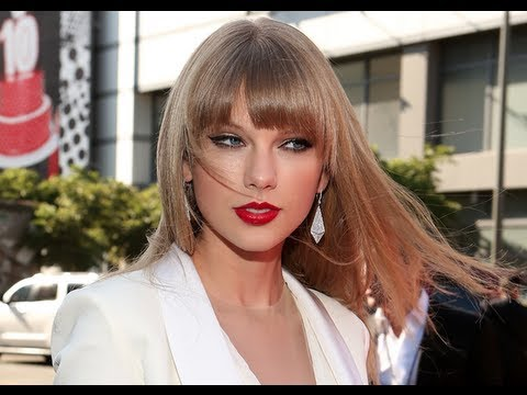 "Taylor Swift ""RED"" Best Selling Album in 10 Years"
